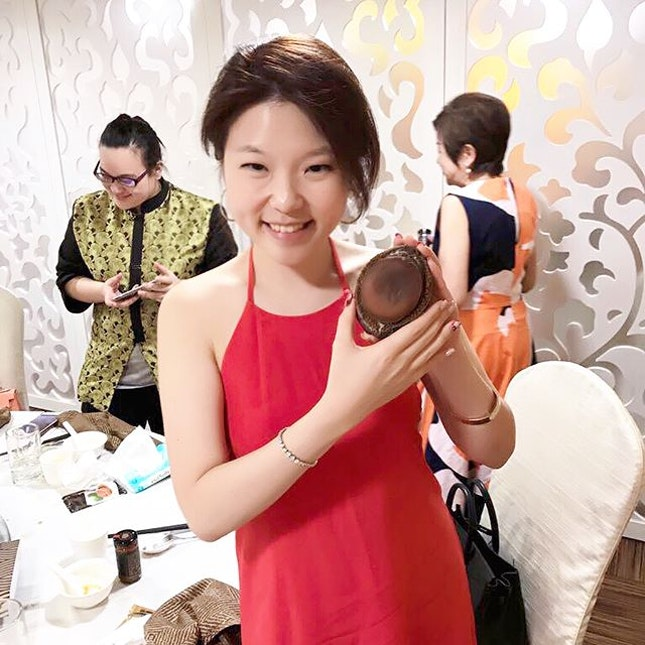 When the dried abalone 二頭乾鮑 is half the size of your head #excitedgirl :: thank you Mr @hurobin2004 and Mrs Hu for your hospitality last night !