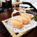 Crispy Swan Puff With Cod Fish in Cream Sauce $8.80