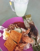 Nasi lemak ($5.50) & Lime jelly ($1) 😍😋👍🏼 .