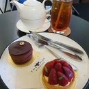 2 big macarons & tea (burpple beyond: $11.50)!
