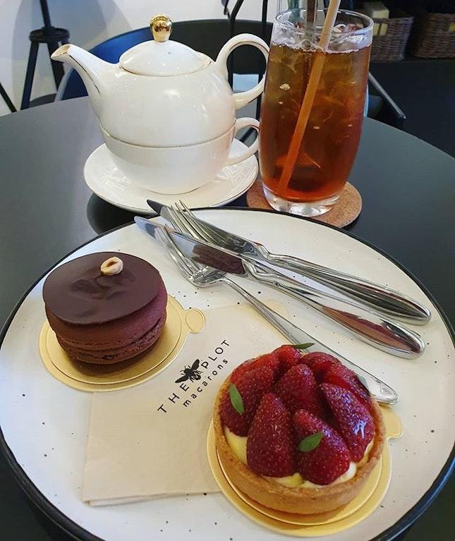 2 big macarons & tea (burpple beyond: $11.50)!