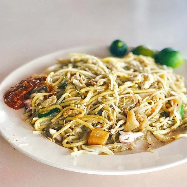 📍Yang Zhou Fried Hokkien Mee (127 Bukit Merah Lane 1)I love my Hokkien Mee slightly wet, with a thicker consistency.