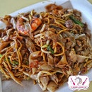 Lao Fu Zi Fried Kway Teow 老夫子炒粿条 (Old Airport Road Food Centre)