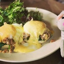 Crab and Egg Benedict and their Classic Breakfast 🍳- delicious!