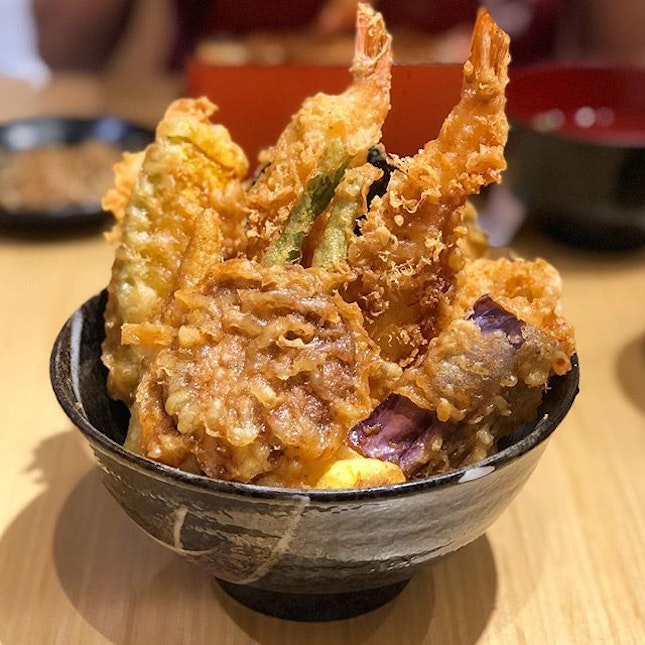 [Signature Tendon-$14.90]  At $14.90, the signature tendon comes with chawanmushi, miso soup as well as free flow  beansprouts and pickes.