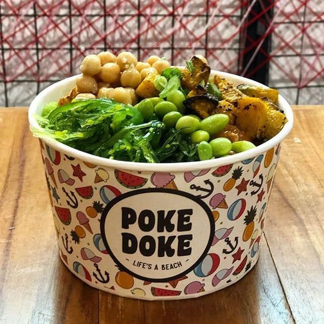 Went for the Medium ($14.90) which entitles you to 2 scoops of poke.