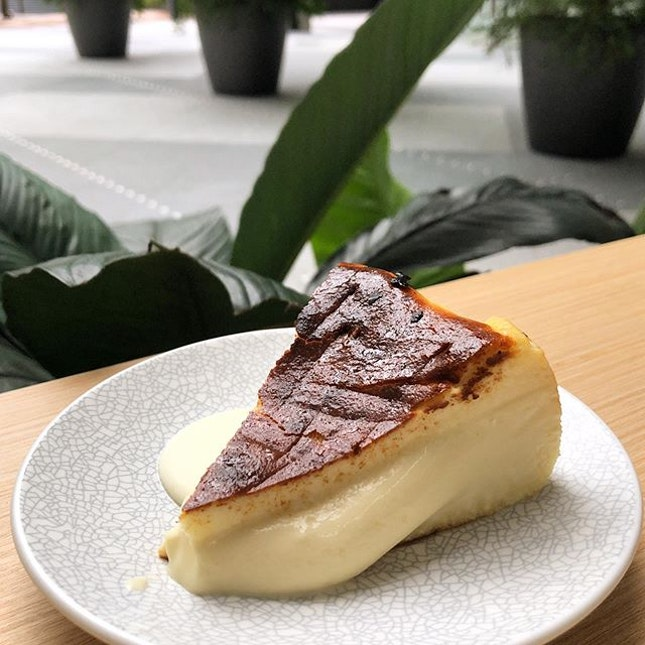 [Burnt Cheesecake-$7.50]  After seeing this beauty make its round on social media, I just had to get my hands on it 😍  I'm really picky when it comes to cheesecakes because I don't like them too dense nor too light and this achieved just the right balance for me!
