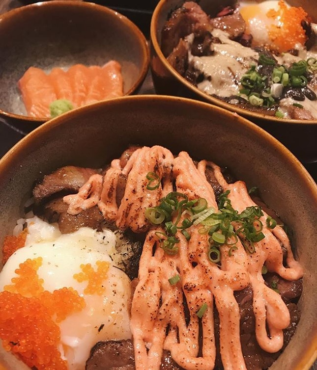 Finally used the chope voucher I bought for Waacow's 4 course set meal (comes with a donburi, sashimi, cabbage salad and green tea).