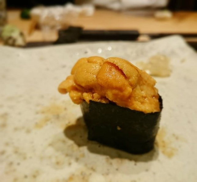 Uni (sea urchin) Sushi at the 1 Michelin ⭐ Shinji By Kanaseka Singapore .