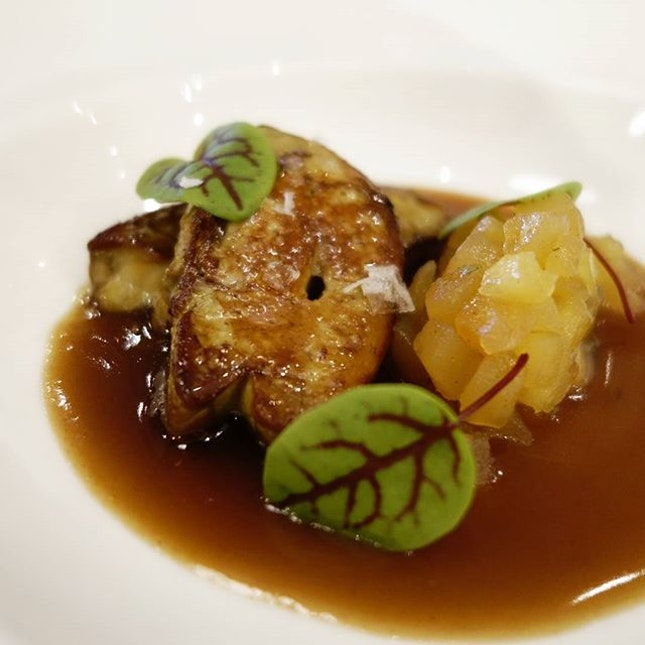 Pan seared foie gras with a duck jus and apple compote .