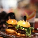 Chefs @joel.robuchon and @vianneymassot sure know how to make some superb burgers/sliders .