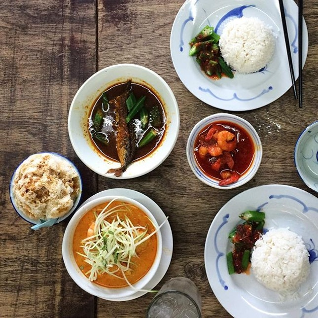 Nyonya food craving fixed 😋 #babalow #nyonyafood #nyonyalaksa #assamprawn #assamfish #chendol #malaysianfood #foodie  #kualalumpur #bangsar  #foodporn #cafehop #cafehopkl #cafehopmy #cafehoppingmalaysia #foodporn #igfood #instafood #malaysiancafes #foodinkmalaysia #eatdrinkkl #klcafe #mytravelguide #burpple #mycafefood #kleats