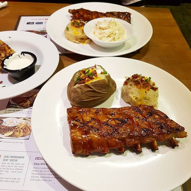 It's my first time eating Baby Back Ribs and what a pleasant experience it is!😋 Recently (till end of April 2018), Tony Roma's is having a promotion just for their half Baby Back Ribs (40% - Monday to Thursday, 30% - Friday to Sunday), hence I went to try it out!