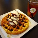 I guess I need to stop indulging in late night snacks😆😅 Waffles at #scoopz coupled with Lychee Earl Grey tea - an interesting thirst quencher🎀 The alcohol content is high for the rum&raisin; good for people who like the strong taste of rum in their ice-cream..but not to my liking😌 #cafehopping #cafehoppingsg #burpple #eatoutsg #cafesg #sgcafe #sgcafefood #sgfoodies #sgfood #foodsg #instafood #foodstagram #foodporn #foodgasm #foodlover #foodpics #foodphotography #igsg #sgig #yummy #whati8today