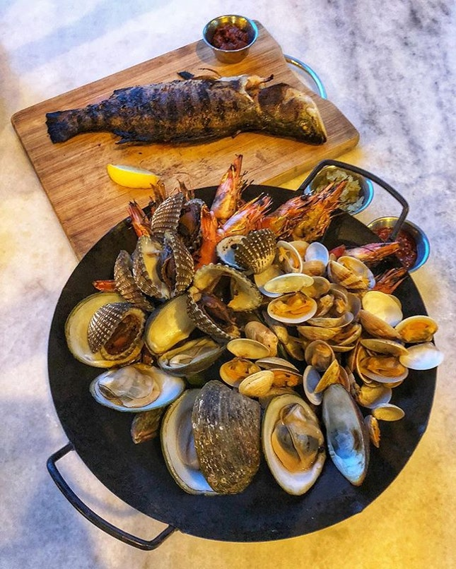 A seafood platter loaded with goodness and brimming with freshness🤤