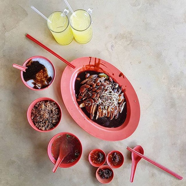 Sean Kee 聲记 * Braised Duck Set ~ $9.0/pax   Choice of Porridge or Rice   Brasied Duck   Braised Peanut   Braised Egg   Tau Kwa   Homemade Chilli Sauce   * We order a Duck Set for 2 Pax, Duck meat is braised to perfection, very tender & juicy.