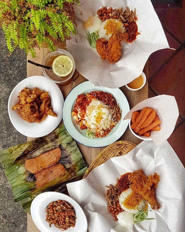 Village Nasi Lemak Bar * ☆ Back to the Basics Meal ☆ Coconut Rice ~ $3.8 | Peanut & Ikan Bilis | Pickled Cucumber | ✒ Sambal Chili | ~ Add on: Crispy Ginger Wing Crispy Ginger Drum Onsen Egg Sambal Sotong/Fish VNLB Rendang Beef/Mutton Sayur Lodeh/Indo Achar/Otak Otak Prices ranging from $1.4 ~ $7.0 ***Nett Price*** * Nasi lemak bar in between Clarke Quay & Raffles Place, value for your pocket (🙅‍♂️🔥🕳) for a cool and atas ambience, though table is tad too sticky and uncomfy (advise: please use moist cloth to clean the table instead), and most importantly some dessert to bring down the oil 🤭🤭 * 📍Address: Boat Quay, 57 Circular Road, #01-01, Singapore (049412) * 🚪Opening Hours: Monday ~ Friday 1000 ~ 2200 Saturday 1200 ~ 2100 ^^Closed on Sunday^^ * ☎️Contact: +65 6443 0400 🍗🙎‍♂️🍗🙎‍♂️🍗🙎‍♂️