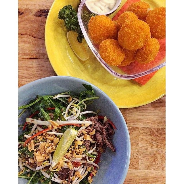 Healthy + Unhealthy = Balance 😁  Thai beef salad | Breaded scallops  #burpple #belleyeats #igcafe #sgcafehopping