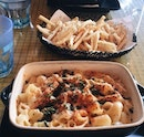 love the truffle fries here 🍟🍟🍟 BEST i've ever eaten :) ($10) wouldn't recommend the mac and cheese though!