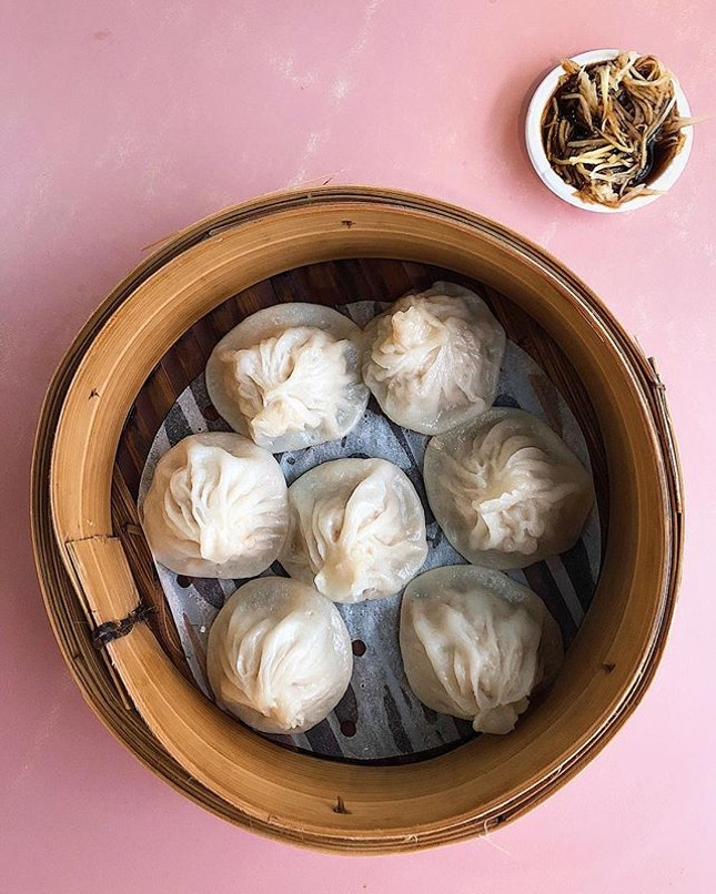 [Queenstown] Affordable Chinese dishes here at Shanghai La Mian Xiao Long Bao—they do a very decent XLB ($4.50) with a thin enough skin and a nice broth within.