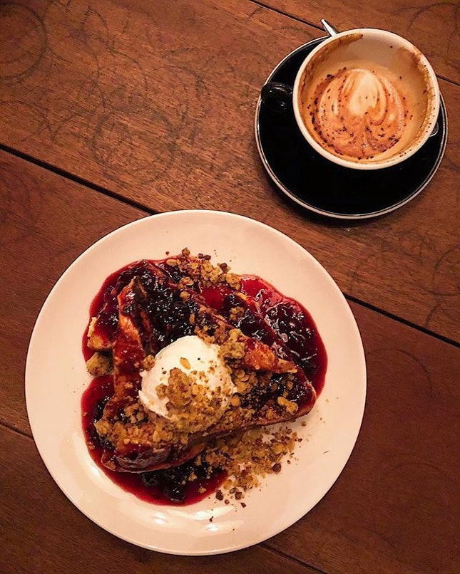 [Clarke Quay] Their Sweet French Toast ($16) featured thick and fluffy brioche which retained its slight crustiness under the heaps of sweet and tart berry compote, cut by the tangy finish of the creamy honey mascarpone, with added crunch from a pistachio crumble.