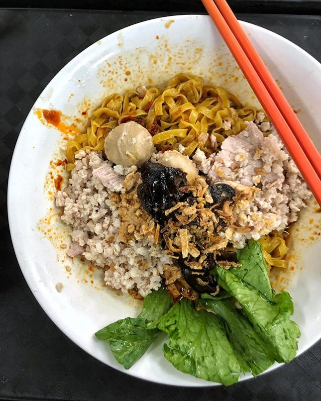[Kovan] Generous portions of noodles and minced pork ($4) are exactly what you need for a satisfying late night supper from this 24-hour stall.