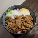 🥩: Gyudon ($9) — Can't believe @ntu_sg had to bring in a decent cafe @c71.sg right after I graduate 🎓 🤦🏻‍♀️ think tender slices of beef, accompanied w a generous amount of edamame, pickles and topped off w a gorgeous runny egg 🍳- it kind of spells perfection 😜 the only gripe I have was w the rice, would have personally preferred a softer bed of rice 🍚😂 — OH and if you're still a student in ntu you get 10% off!!!