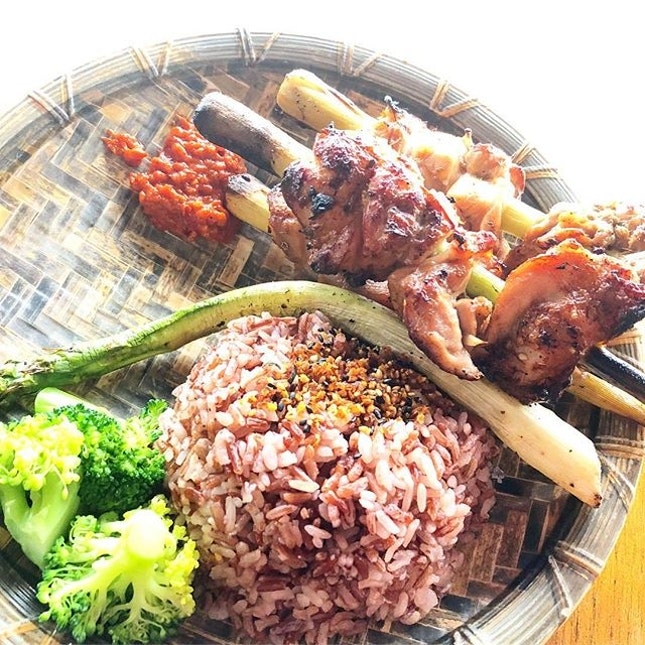 Thai-inspired lemongrass chicken with brown rice and bara chirashi.