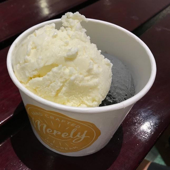 Review on Apple Yakult Ice-cream & Hei Sesame Ice-cream