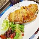 🥐+🥗: Had a Tuna Crossaint-wich & Swedish Berry Tea at @coffeebeansg .