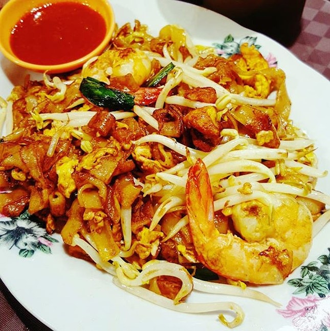 🍝: Absolutely #hooked on this plate of #Penang Char Kway Teow (#fried #ricenoodles ).