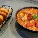 Singapore Style Chilli Prawns With Mantou