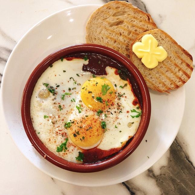 Runny eggs tomato relish 🍳🥓🍞