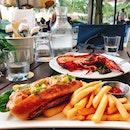 ✨ Tanjong Beach Club 🇸🇬 ✨   Anyone up for some  lip-smacking Maine lobster bun w a beach view?