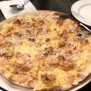 Garlic Snowing Pizza ($23)