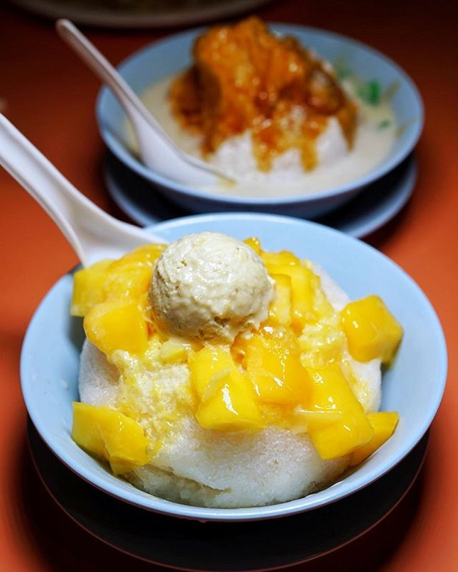 Craving for Liu Mang Bing (Durian/Mango ice) from Jin Jin Hot Cold dessert at ABC market.