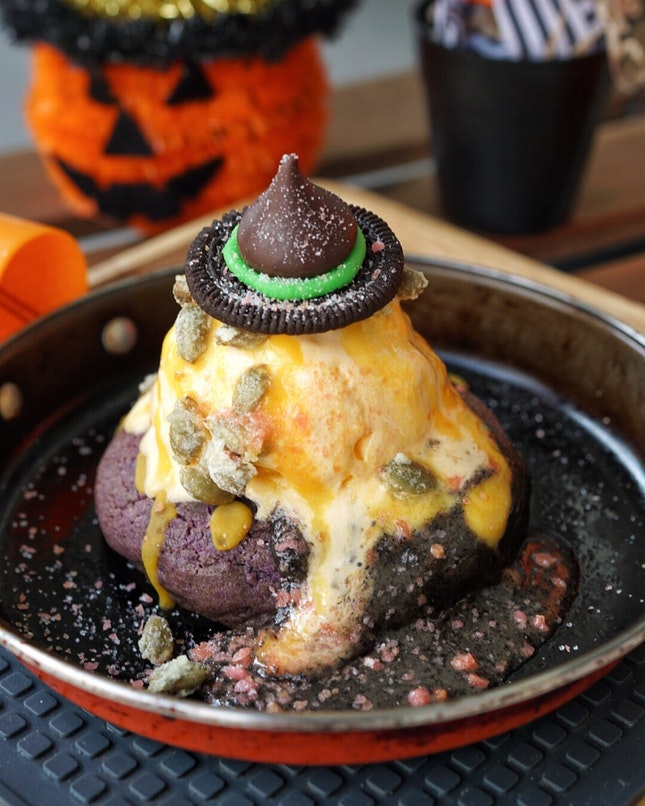 Halloween Special Lava Cookie from @creamery_sg .