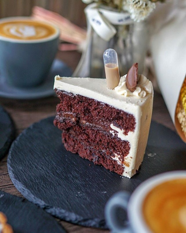 @cplus.sg is a cafe that serves coffee and cakes by local home Bakers, not only one but 6 Bakers in one place.