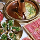 @tongxinruyi Modern Hotpot with Traditional Touch, located at Lorong Telok, the only steamboat at Singapore that serves Slow-cooked soup based with ingredients upon order.