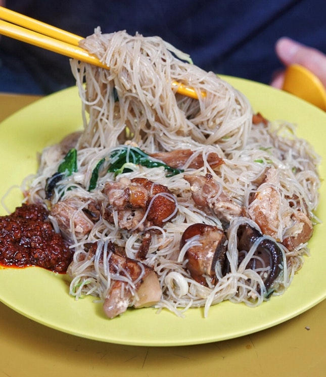 Wanted to try the nasi lemak and mee rebus at Adam road food centre, but all closed 😔. So decided to try Pork Leg Bee Hoon from Cheng Ji (成记) stall.
