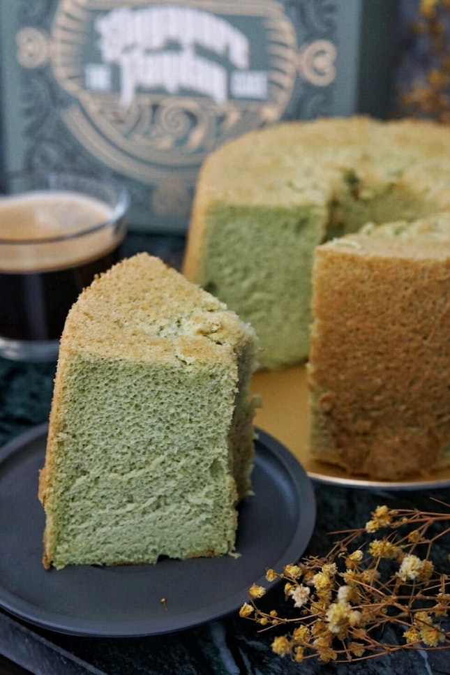 This March, esteemed home-grown brand  @oldsengchoong collaboration with the talented @susanne.decochiffon , for The Singapore Pandan Chiffon Cake.
