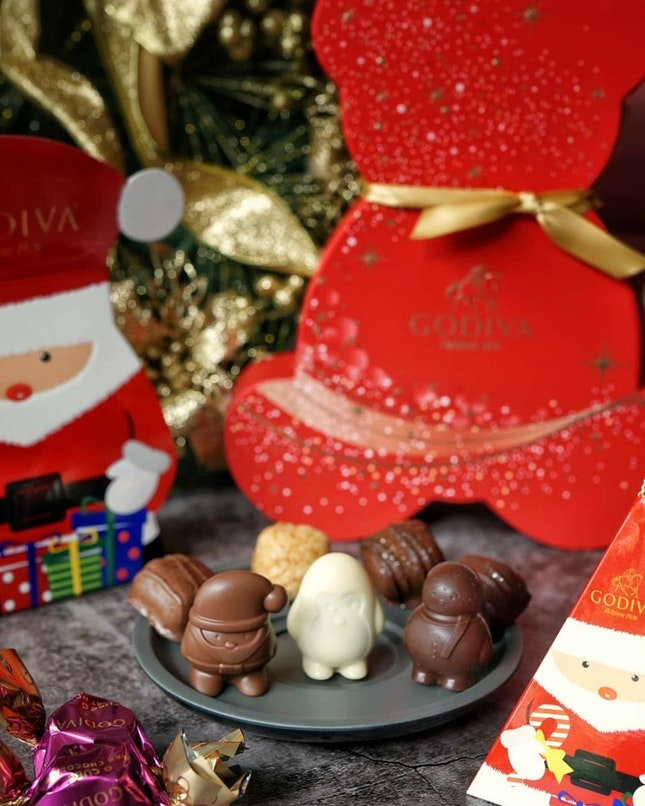 Limited-editionHoliday Sparkle Chocolate Collectionfrom Godiva,  Designed and handcrafted by GODIVA's Chef Chocolatier Jean Apostolou, Showcase nostalgic flavours like hot cocoa, almond, caramel,raspberry, and topped with edible glitter in glorious festive colours.