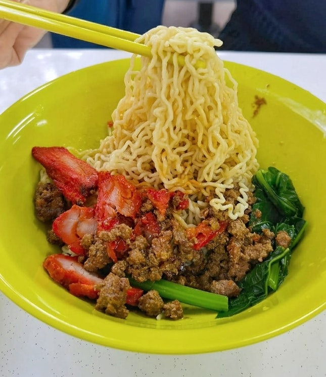 Just Sarawak Laksa also sell Kolo Mee, and its have 4 different sauces to choose from, original, chilli, black, and char siew.