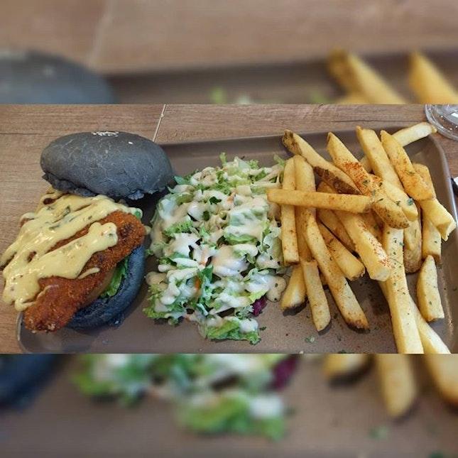 Salted egg 🥚mushroom burger S$17.90🍔