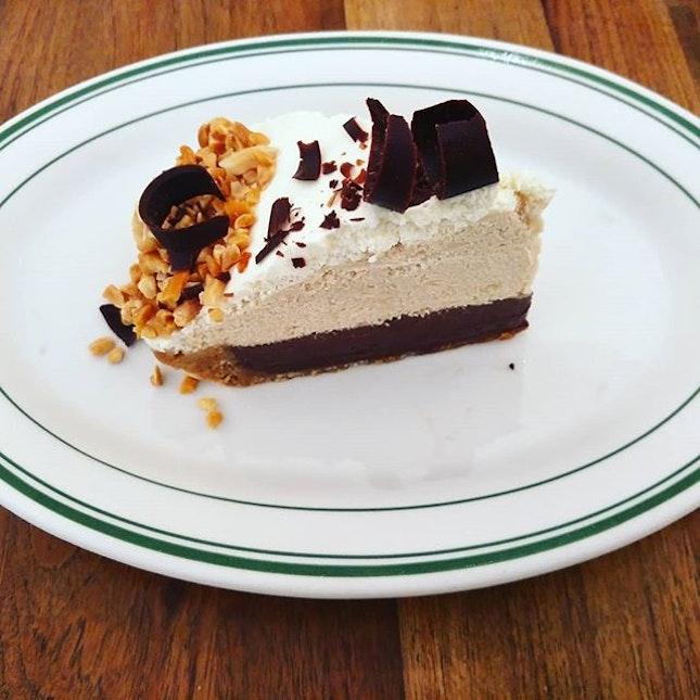 Peanut Butter Slab Ice box..wonderful desserts.❤👍 @clintonst_sg  #littlesweetbonsbons #clintonstreetbakingcompany #clintonst_sg #clintonstsg #peanutbutter #icecream #icecreamcakes #chocolates #brunch #dessertgram #instadesserts #burpple #burpplesg #highlyrecommended