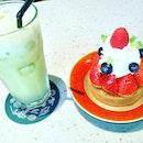 Sesonal Berry Tart by Plentyfull Sg.Many strawberry,blueberry ,with Fresh cream topped.