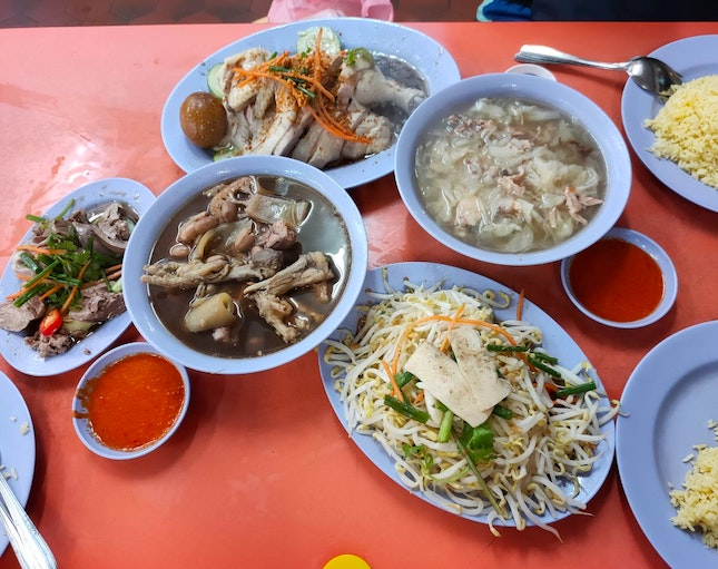 Super generous chicken rice with fantastic soup