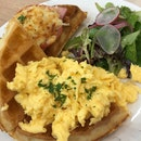 ham & cheese waffle ($15) 🍖🧀