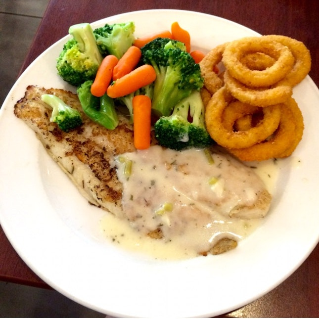 Grilled Fish With Garden Veggie & Onion Rings