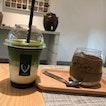 hojicha matcha latte and hojicha cake